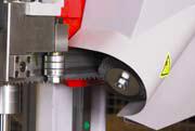 Synchron Die angetriebene Spänebürste läuft stets synchron zur Sägebandgeschwindigkeit.